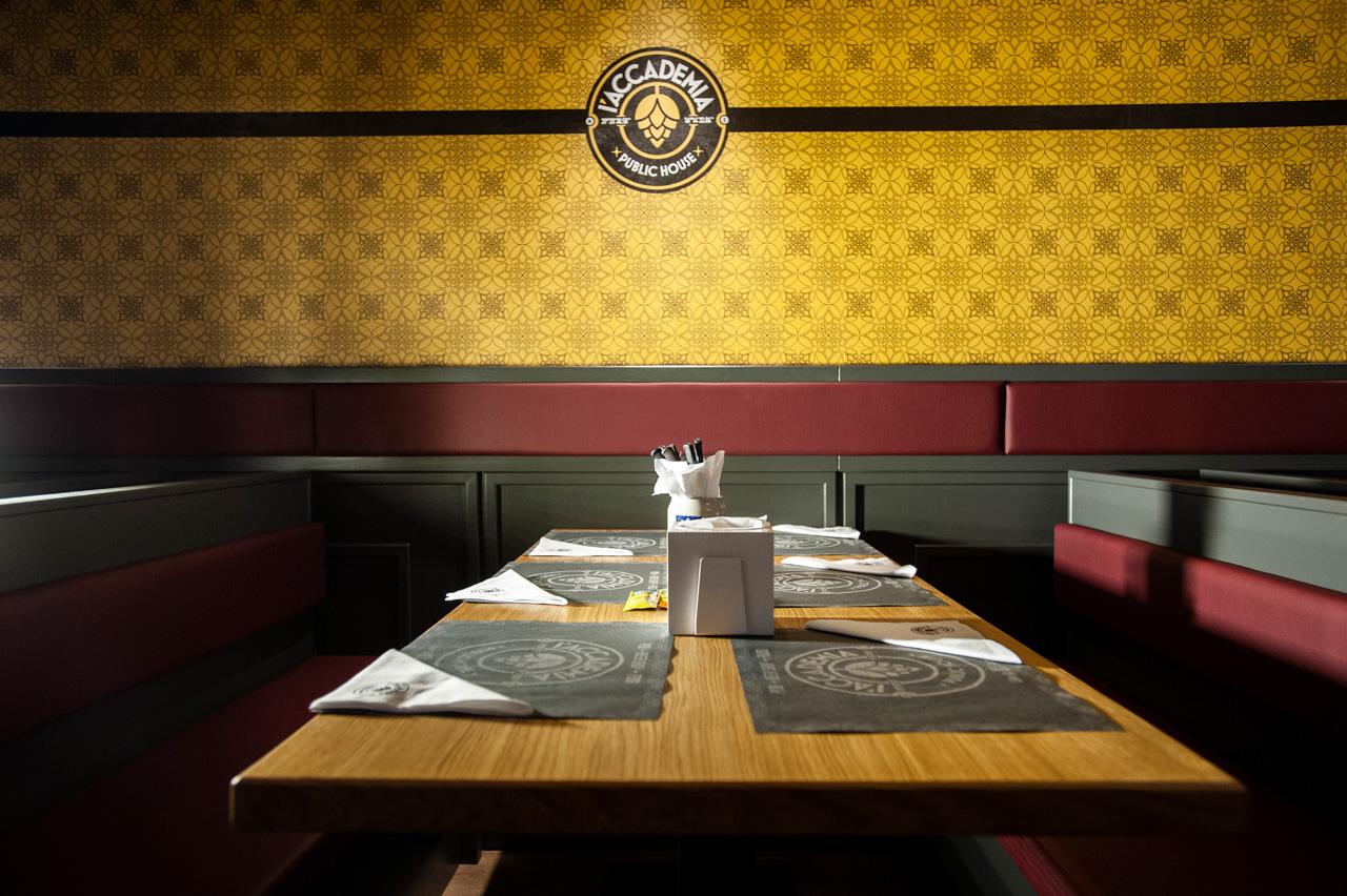 tavolo interno l'Accademia